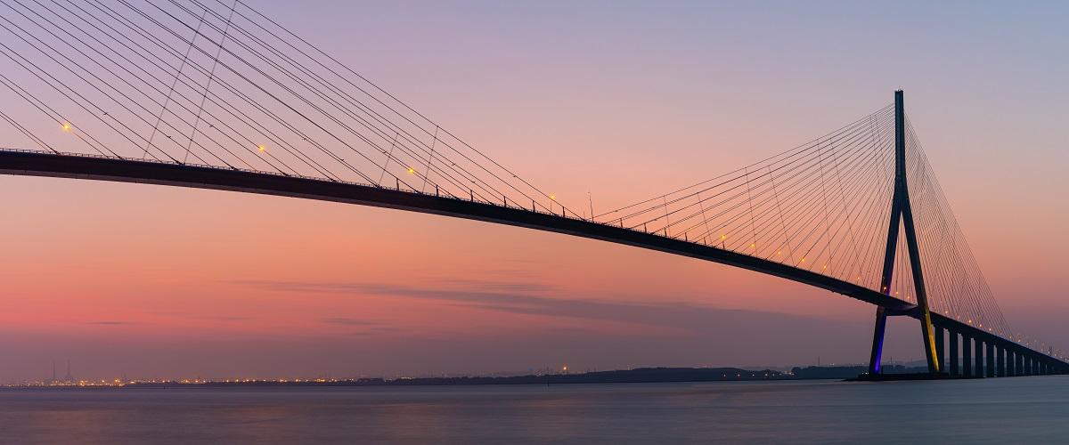 Le pont de Normandie a été inauguré en 1995 par Edoudard Balladur, premier ministre de l'époque ©rochagneux - stock.adobe.com