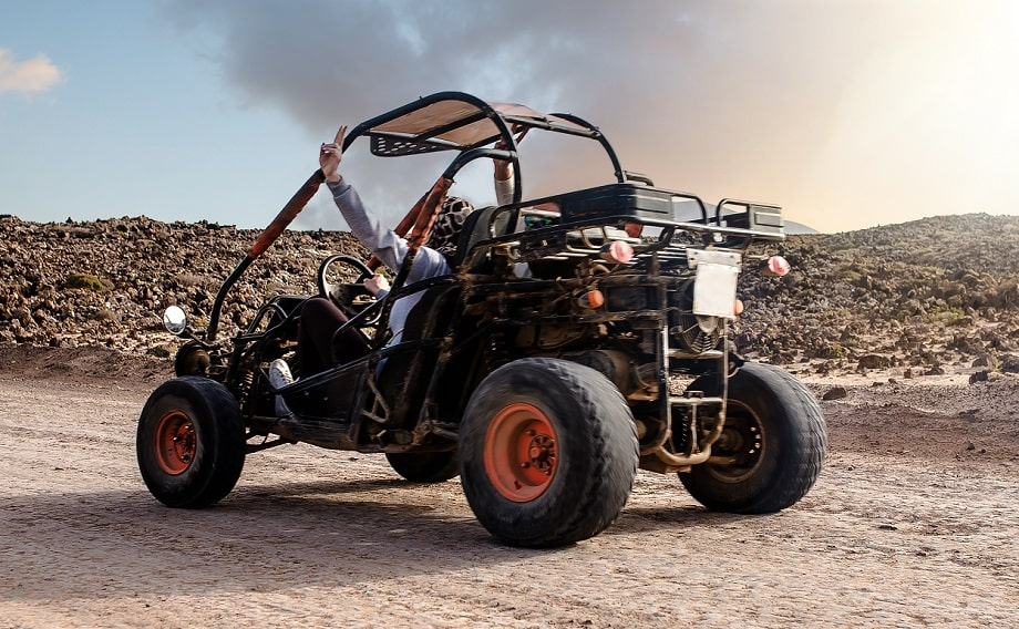 Une perte de contrôle serait à l'origine de l'accident qui a impliqué le buggy - Illustration © Adobe Stock
