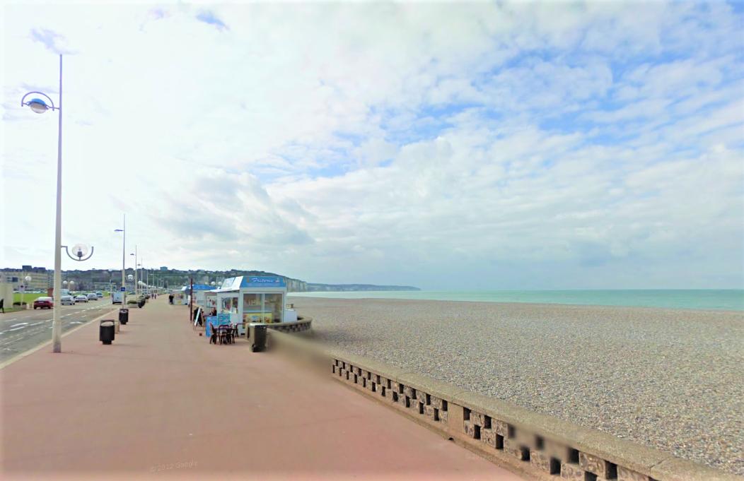 Le quadragénaire a été sorti de l'eau par des témoins - Illustration © Google Maps