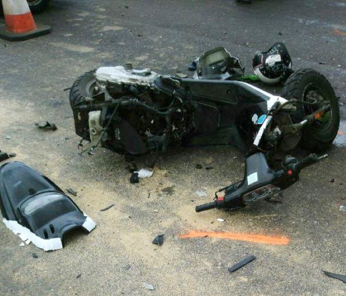 Le scooter a été percuté par un premier véhicule, puis par un second alors qu'il était couché sur la chaussée - Photo © DR