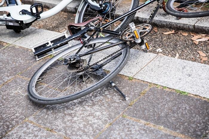 Le septuagénaire a été découvert inconscient auprès de son vélo - Illustration © Adobe