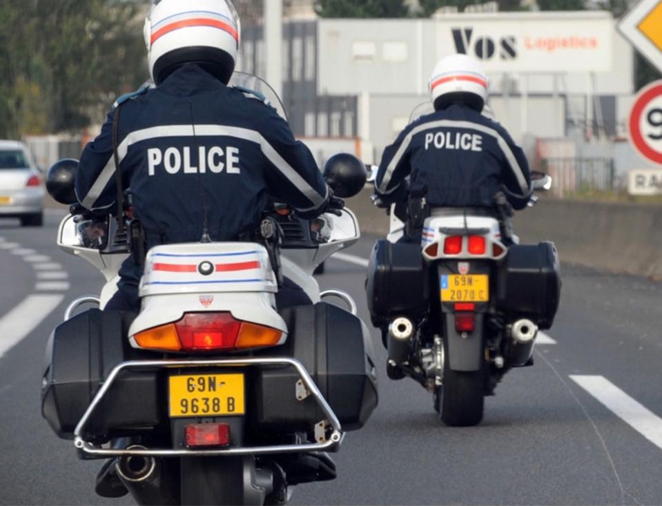 La victime a été transportée par les secours vers le CHU de Rouen, sous escorte des motards de la Police nationale - Illustration