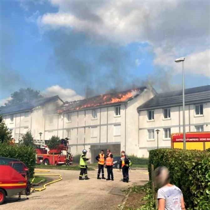 22 sapeurs-pompiers sont sur place avec sept engins - Photo © SDIS76