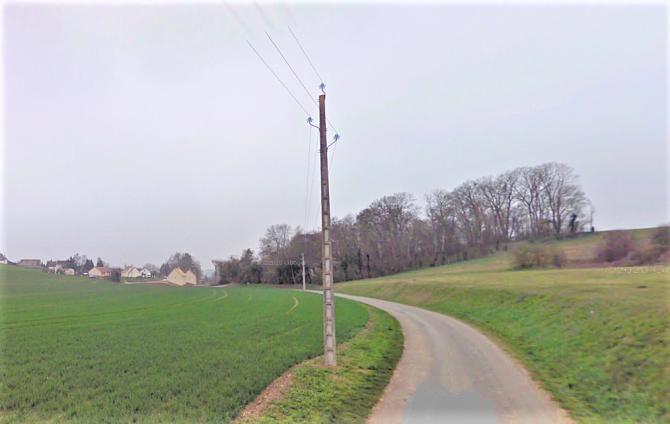 Le véhicule a, pour une raison indéterminée, percuté le poteau EDF, en bordure de la rue de la Forêt - Illustration © Google Maps