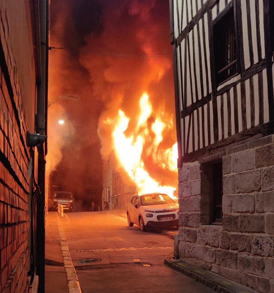 Le feu s'est déclaré dans un immeuble de deux étages - Photo @ Sdis76