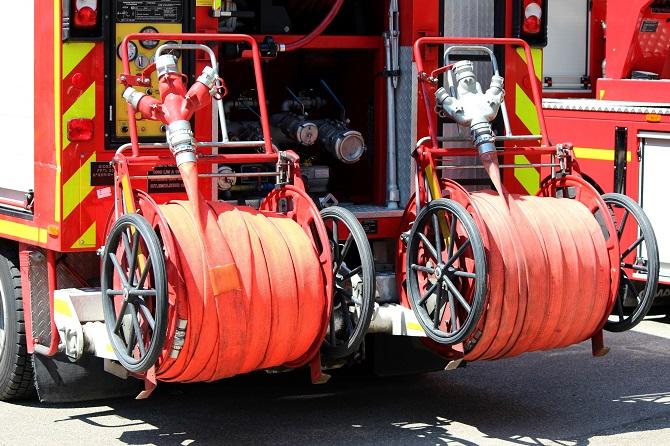 Le feu a été circonscrit à l'aide d'une lance à incendie - Illustration