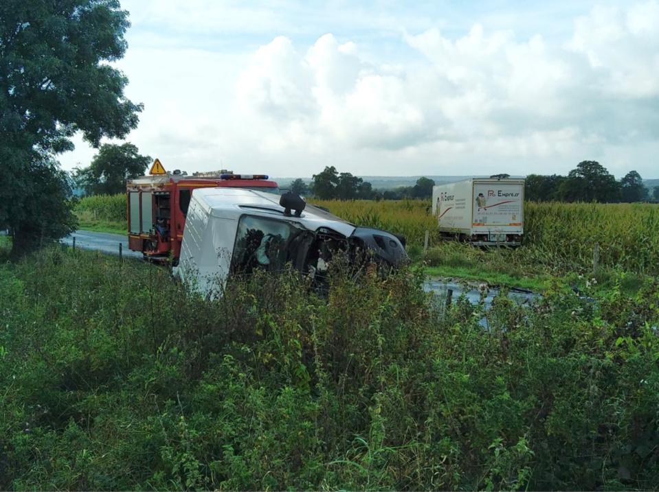 Dans le choc, l'un des conducteurs s'est retrouvé coincé sous son véhicule - photo @ Sdis76