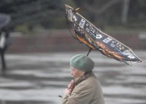 Les parapluies ne devraient pas résister aux rafales de vent et aux averses