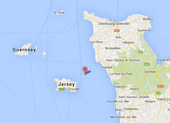 L'archipel d'Ecréhou se situe à environ 11 km au nord-est de Jersey et à 15 km des côtes du Cotentin (Portbail)