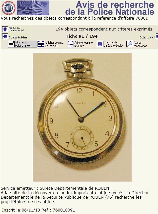 Cette montre à goussets fait partie des objets retrouvés dans la chambre du suspect