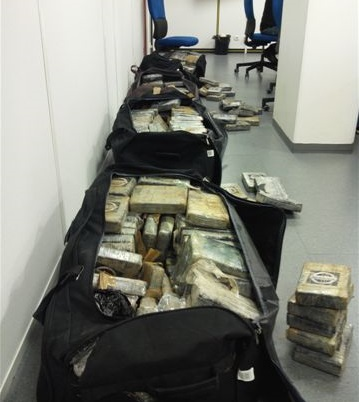 Les pains de cocaïne étaient entreposés dans dix sacs de sport.