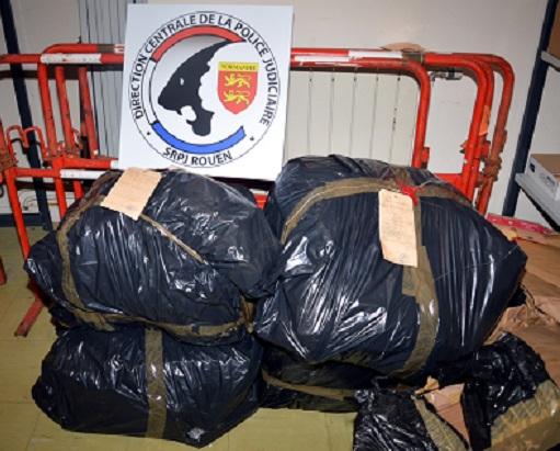 La police judiciaire estime à plus d'une tonne la quantité de cocaïne qui a été acheminée en France via le port du Havre, par ce réseau de trafiquants