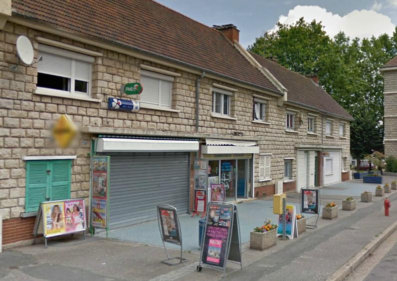 La maison de la presse fait partie des quelques commerces installés sur la place du Dr Calmette (@Google Maps)