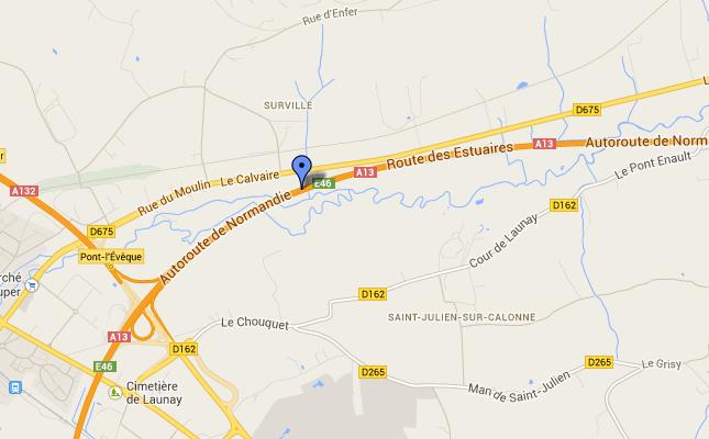 La collision s'est produite peu avant d'arriver à la bifurcation Pont-l'Evêque/Lisieux, sur la commune de Surville. L'A13 a été coupée pendant une heure en direction de Caen (@Google Maps)