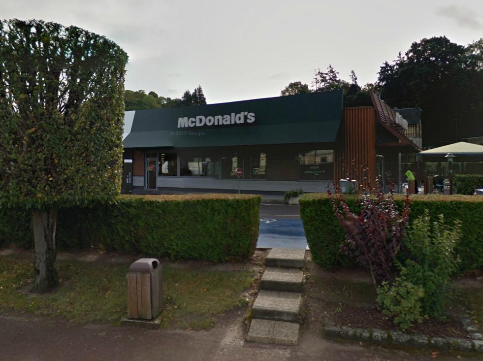 C'est un peu avant la fermeture, vers 22 h 30, que le Mc Donald's , situé boulevard Sylla Lefèvre, a été braqué par un homme seul (@Google Maps)