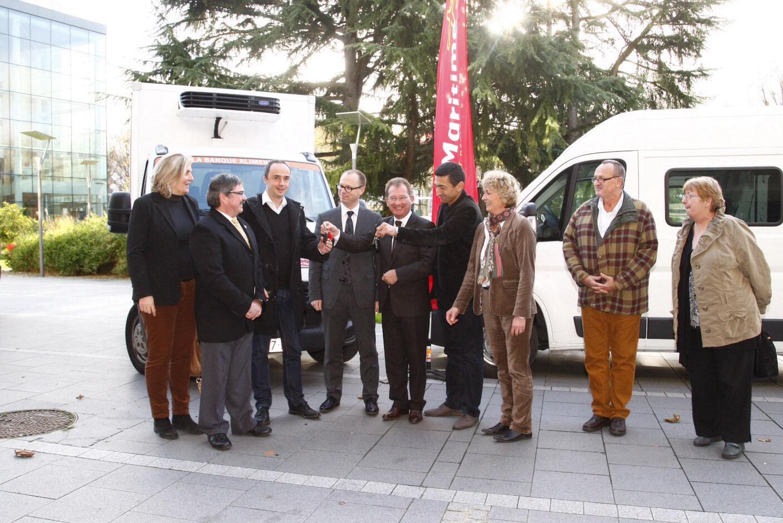 La remise des clés s'est déroulée samedi dans la cour de l'Hôtel du Département, à Rouen (Photo Alan Aubry)