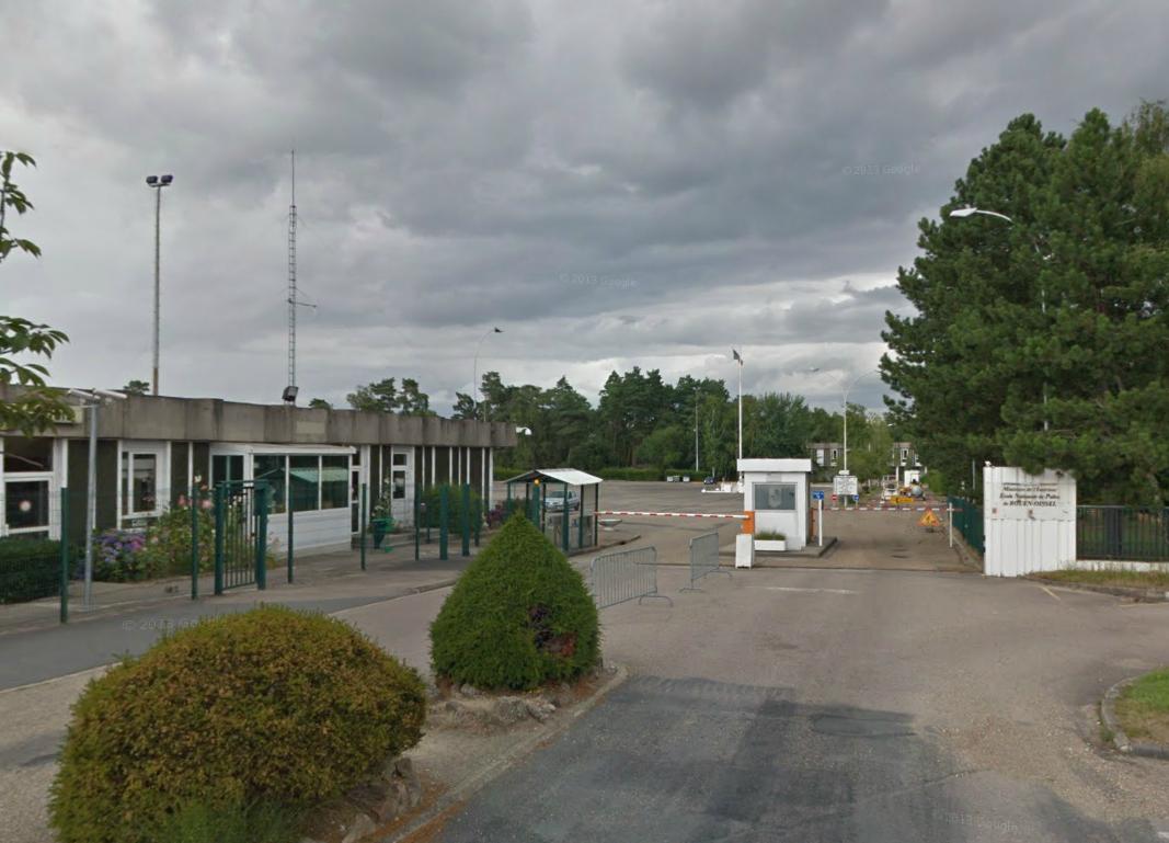Le centre de rétention administrative de Rouen est installé depuis 2004 dans l'enceinte de l'Ecole nationale de police, à Oissel, dans la banlieue de Rouen. Sa capacité est officiellement de 74 places. (Photo @Google Maps)