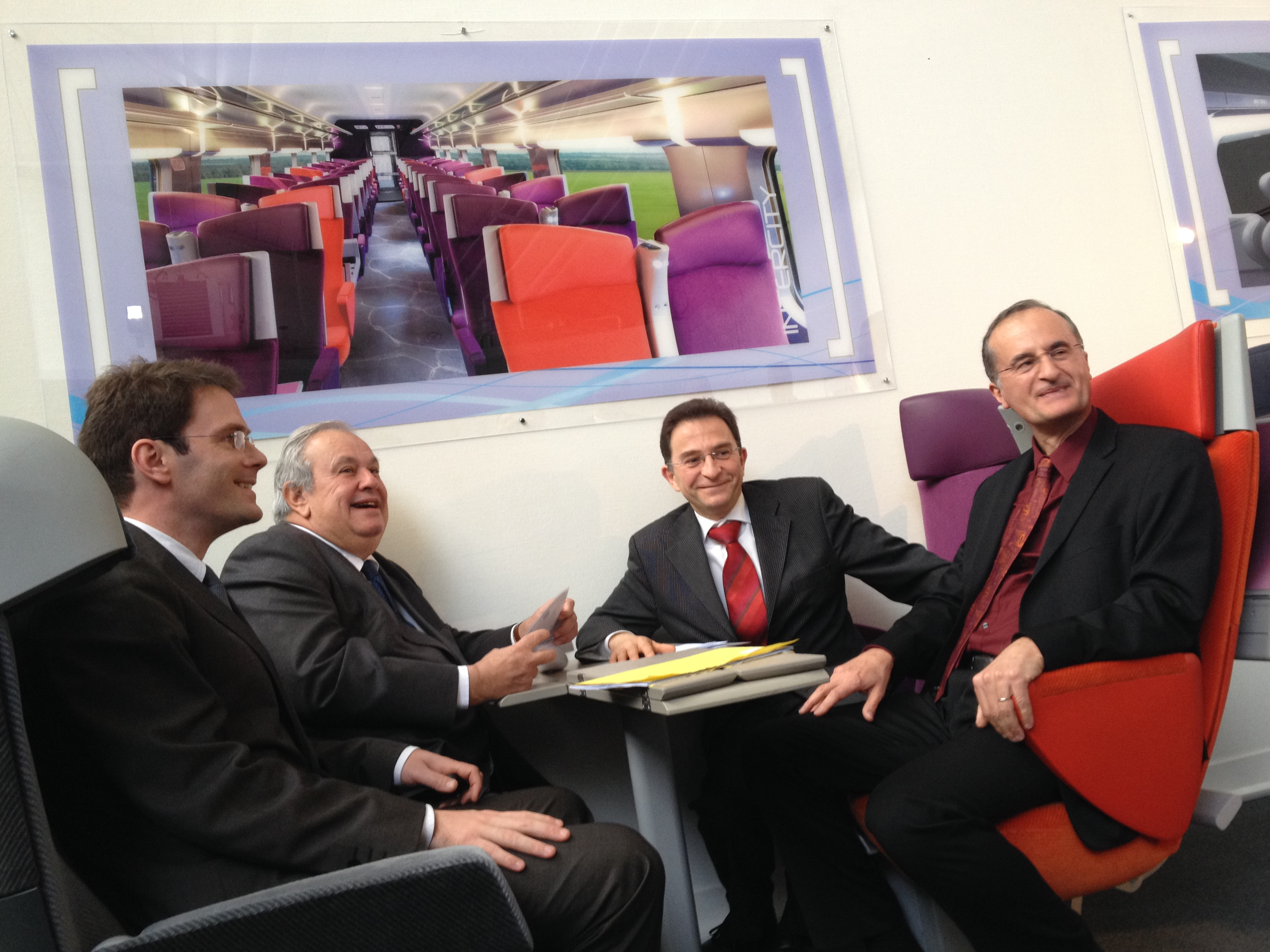 Nicolas Mayer-Rossignol, Jean Louis Destans, Michel Champredon et Pierre Sainfort ( de gauche à droite )réunis lors de la visite de l'usine Compin ce vendredi matin à Evreux (Photo : InfoNormandie.com)