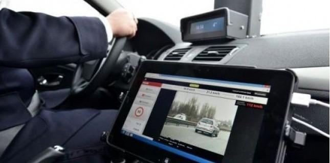Le nouveau radar mobile embarqué est aussi efficace dans le flot de circulation qu'à l'arrêt : il peut contrôler les véhicules en excès de vitesse dans les deux sens de circulation (Photo d'illustration)