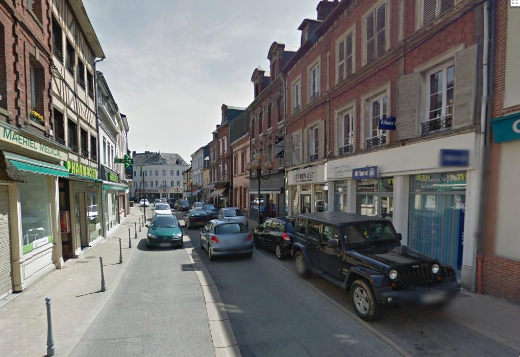 La septuagénaire a été renversée à hauteur du 22, rue Jean Maillard, à Pavilly, en plein centre ville (@Google Maps)