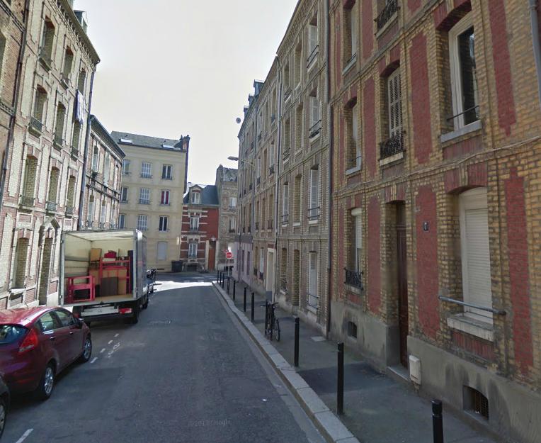 C'est au rez-de-chaussée de cet immeuble (à droite) 7, rue du Docteur Lecadre, que l'incendie s'est déclaré ce matin un peu avant 6 h 50 (@Google Maps)