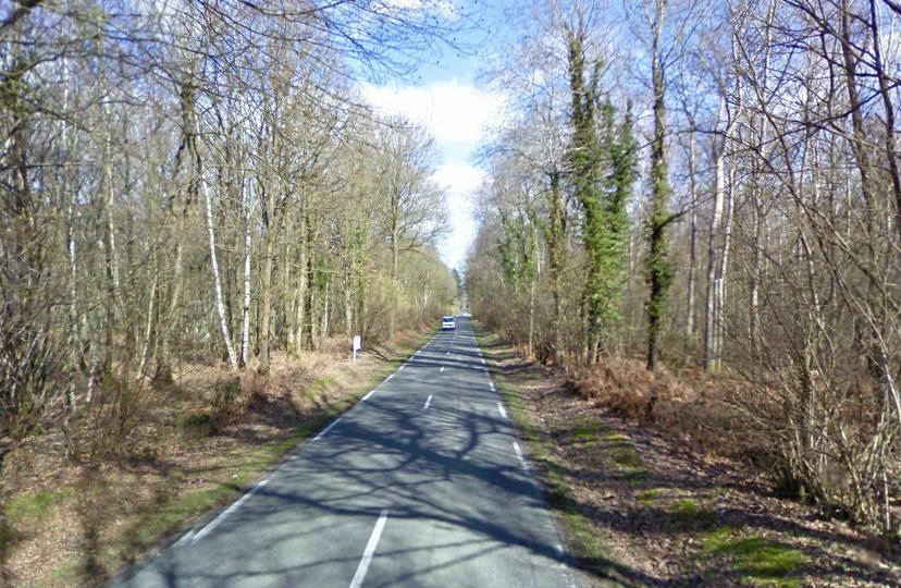 Le drame est survenu dans une ligne droite sur cette petite route de campagne qui relie Saint-Didier-des-Bois et Saint-Pierre-lès-Elbeuf.