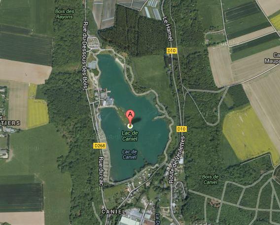 L'équipage de l'hélicoptère de la gendarmerie vont scruter minutieusement les eaux du lac de Caniel (@Google Maps)