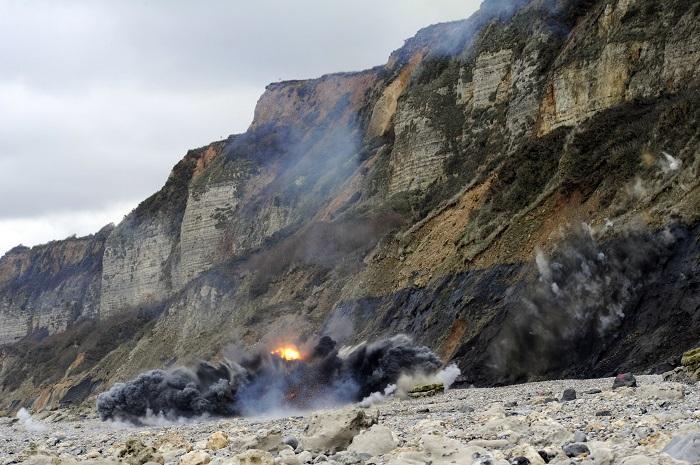 Photos et vidéo. Deux blocs de défense côtière détruits à l'explosif à Cauville-sur-Mer