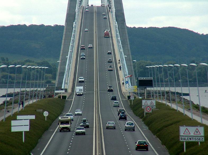 Le pont de Normandie est fermé pour une durée indéterminée ce matin dans le sens Le Havre - Caen à la suite d'un accident de poids lourd