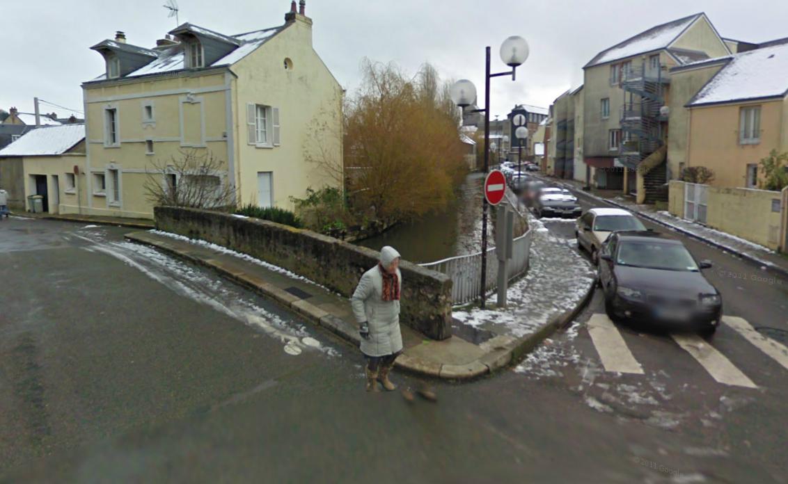 La vieille dame sest jetée dans la rivière depuis ce pont, rue Saint-Nicolas @Google Maps