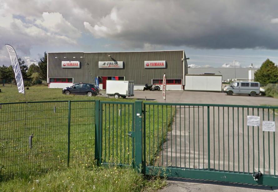 Les cambrioleurs ont cisaillé le grillage pour pénétrer dans l'enceinte du garage de Moto X Trem bike, chemin du Moulin, à Cléon @Google Maps