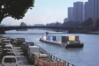 1 convoi de conteneurs fluvial (5000t) = 250 camions en moins sur les routes