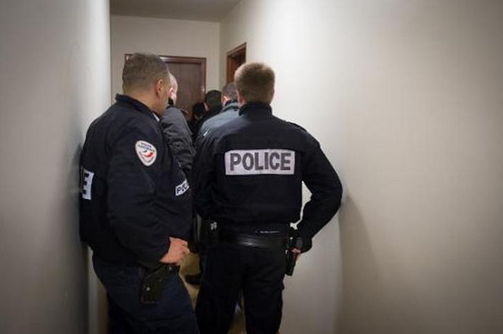 Les policiers qui travaillaient depuis plusieurs mois sur cette enquête sont passés à l'action mardi 18 mars à 6 heures en plusieurs endroits de la cité Hartmann à Saint-Etienne-du-Rouvray (Photo d'illustration)