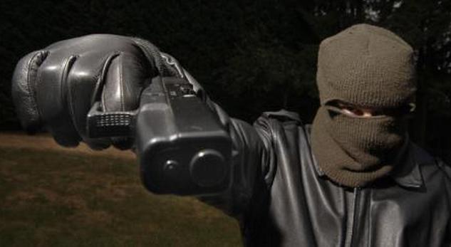 Le malfaiteur Havrais était à chaque fois encagoulé, ganté et armé d'un pistolet automatique (Photo d'illustration)