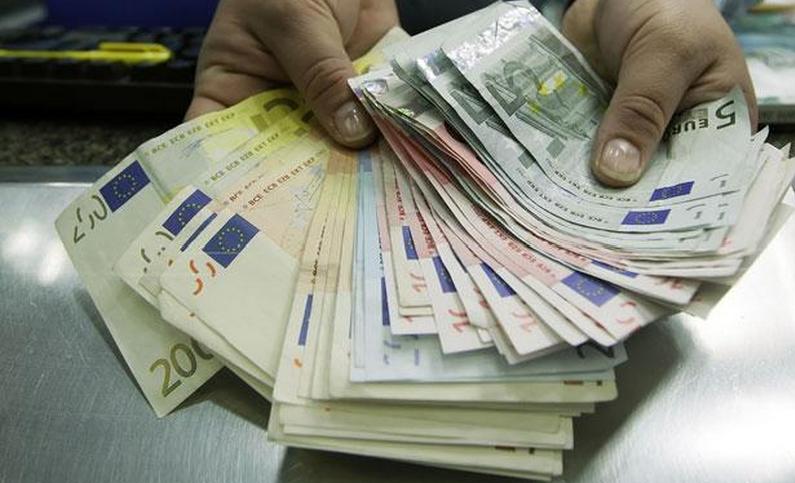 Une grande partie de l'argent était expédiée en Côte d'Ivoire. Le reste permettait aux deux escrocs présumés de mener la grande vie (Photo d'illustration)