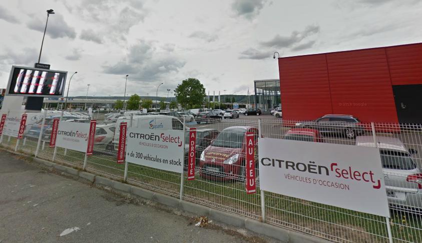 Les voitures dégradées étaient garées sur les parkings de la consession, rue Lavoisier (Photo d'illustration)