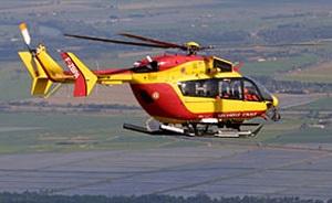 Dragon 50, l'hélicoptère de la sécurité civile, reprendra les recherches ce samedi dès le lever du jour (Photo Marine nationale)