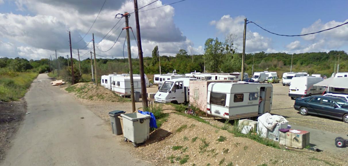 La voiture et les voleurs présumés ont été retrouvés sur cette aire d'accueil des gens du voyage, rue de Couronne prolongée à Saint-Etienne-du-Rouvray (Photo d'illustration)