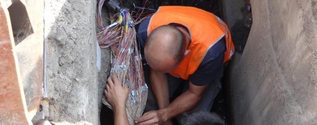 Les techniciens de France Télécom ont dû réparer les installations endommagées par le voleur de câble (Photo d'illustration)