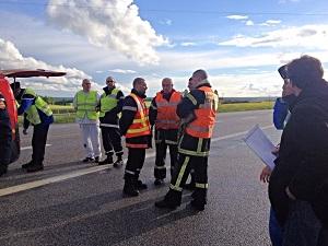 Une vingtaine de sapeurs-pompiers ont été mobilisés sur les lieux de l'accident (Photo infoNormandie)