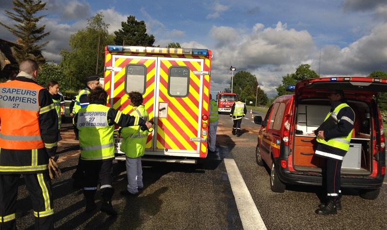 Deux femmes ont trouvé la mort dimanche sur la RN13 près de Pacy-sur-Eure. L'assoupissement d'un des conducteurs serait la cause du drame (@infoNormandie)