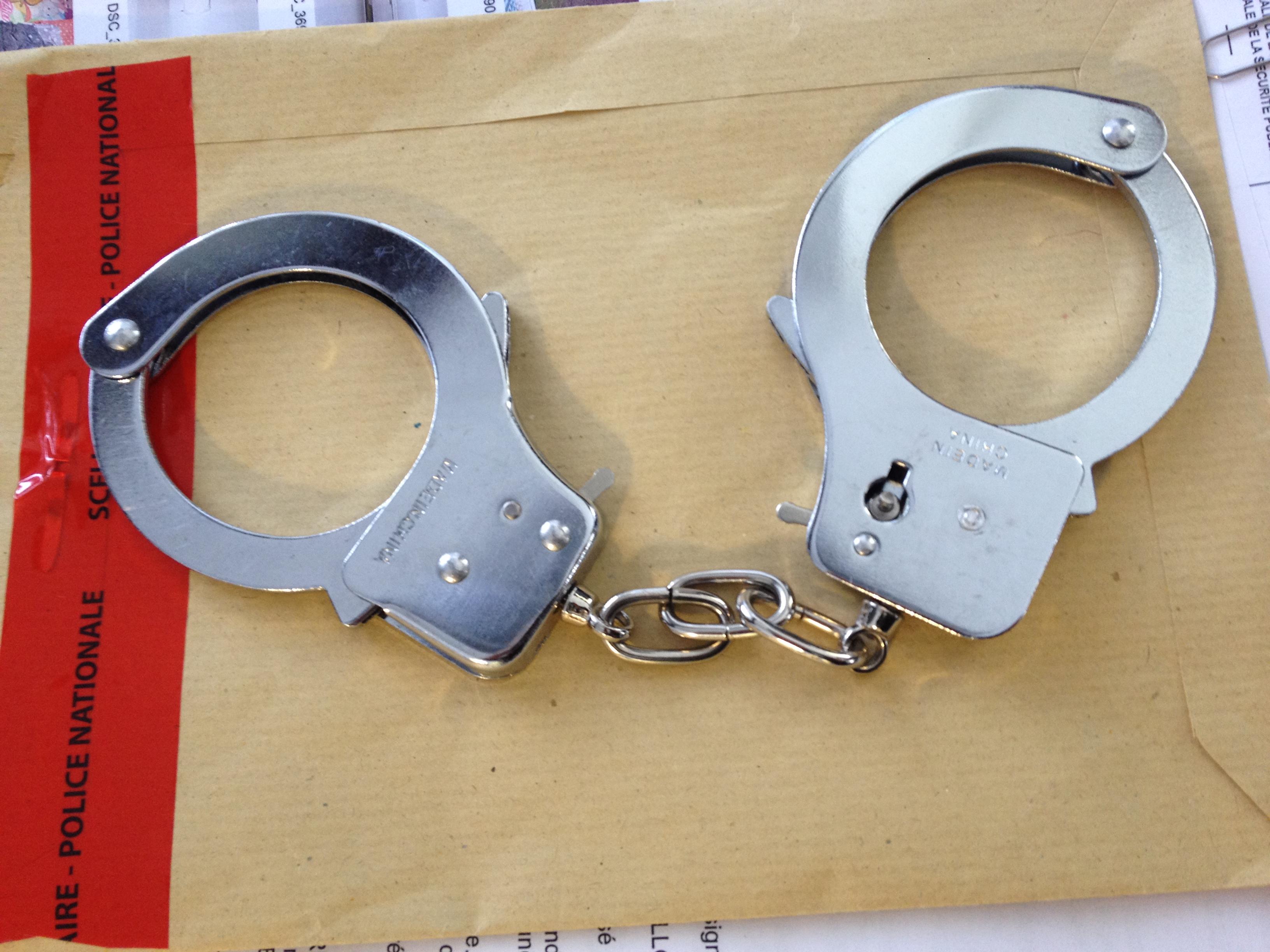 La jeune prostituée s'est retrouvée face à l'arme d'un client qui l'a menottée et bâillonnée ! (Photo d'illustration).