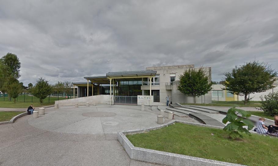 Le lycée a été évacué peu avant 10 heures à cause d'une odeur suspecte dont la provenance n'a pas été détectée.
