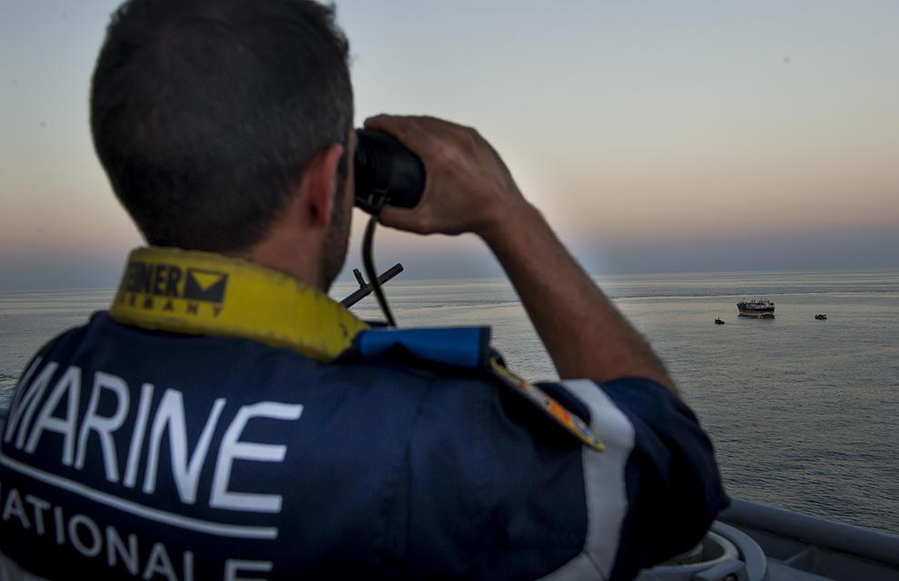 Les recherches engagées par la CROSS Jobourg avec des moyens de la Marine nationale (Photo) n'avaient toujours pas permis de retrouver le marin disparu en fin  de matinée ce dimanche