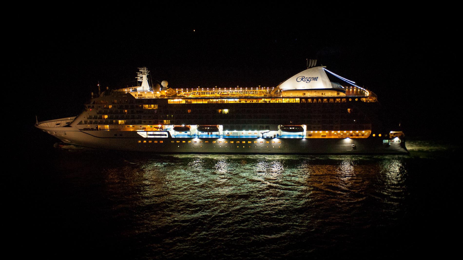 Le Seven Seas Voyager se trouvait à 12 nautiques (environ 22 km) du port du Havre (Photo Sébastien Richard)