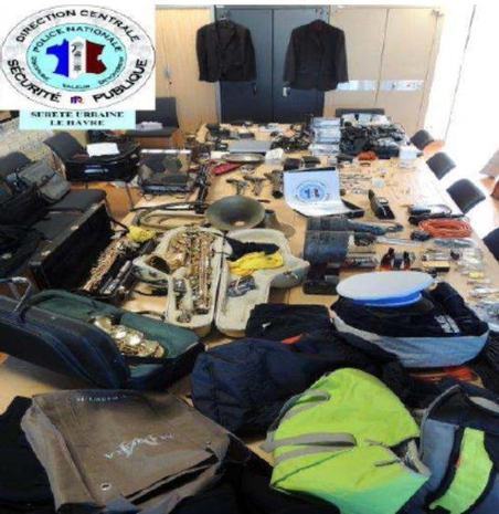 Une partie des objets, dont les instruments de musique, retrouvés lors des perquisitions des cambrioleurs havrais (Photo PN)