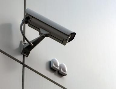 Le braquage a été filmé en temps réel par les caméras de surveillance du bureau de poste (Photo d'illustration)