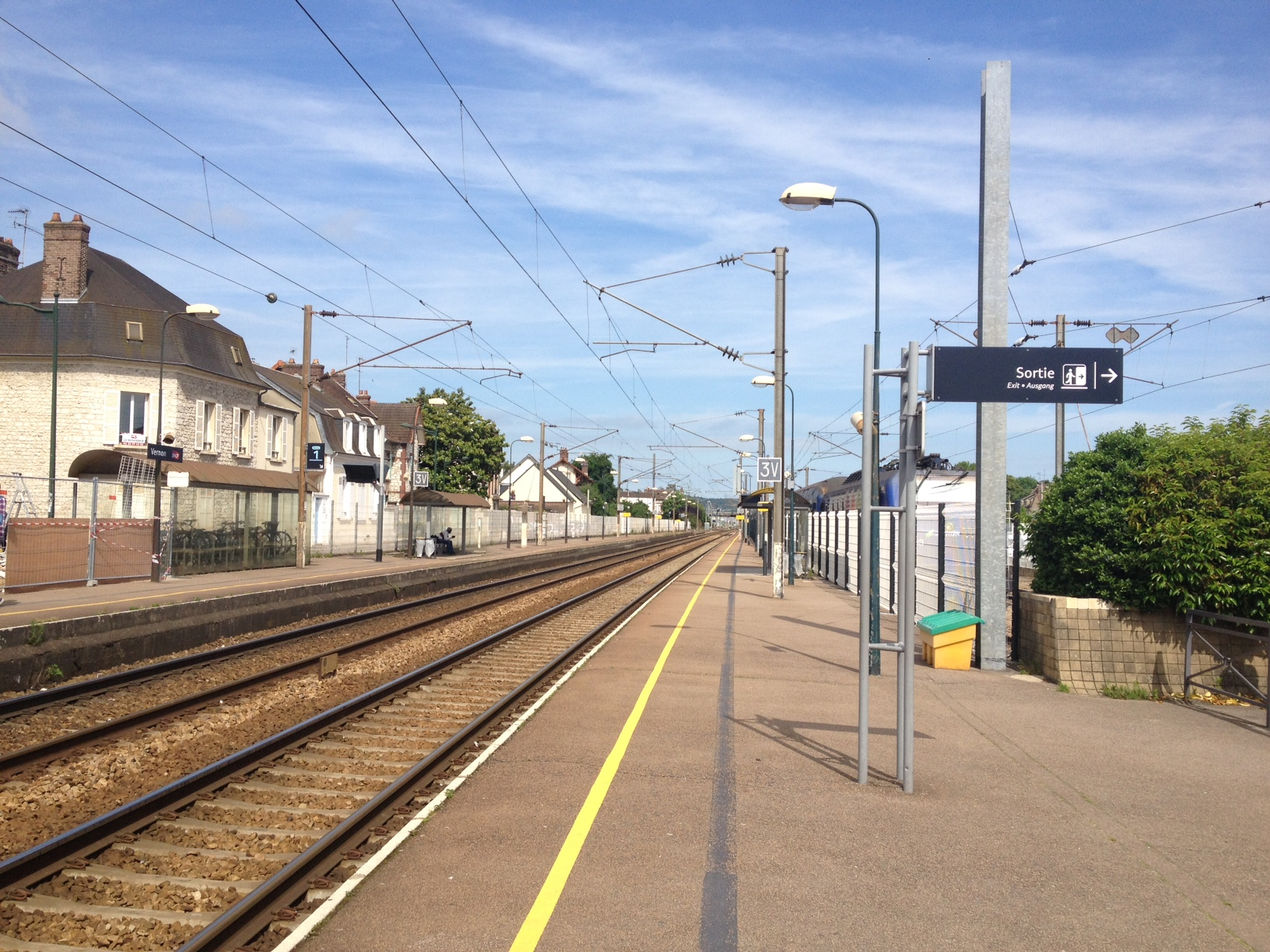 Depuis huit jours, les trains circulent au compte-gouttes entre Rouen et Paris (ici la gare déserte de Vernon) Photo @infonormandie