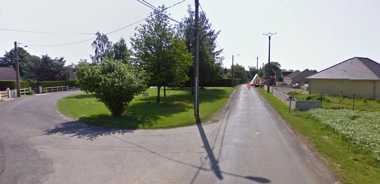 Le hameau du Paradis de Favril comprend une vingtaine de maisons individuelles. Il est situé à environ 2 kilomètres du bourg de Coudres (@Google Maps)