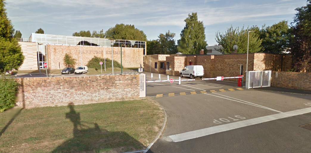 L'usine Hermès Parfums est installée sur la zone artisanale au Vaudreuil. Elle comprend deux unités : l'une est dédiée à la fabrication et distribution de parfums, l'autre à la maroquinerie (@Google Maps)